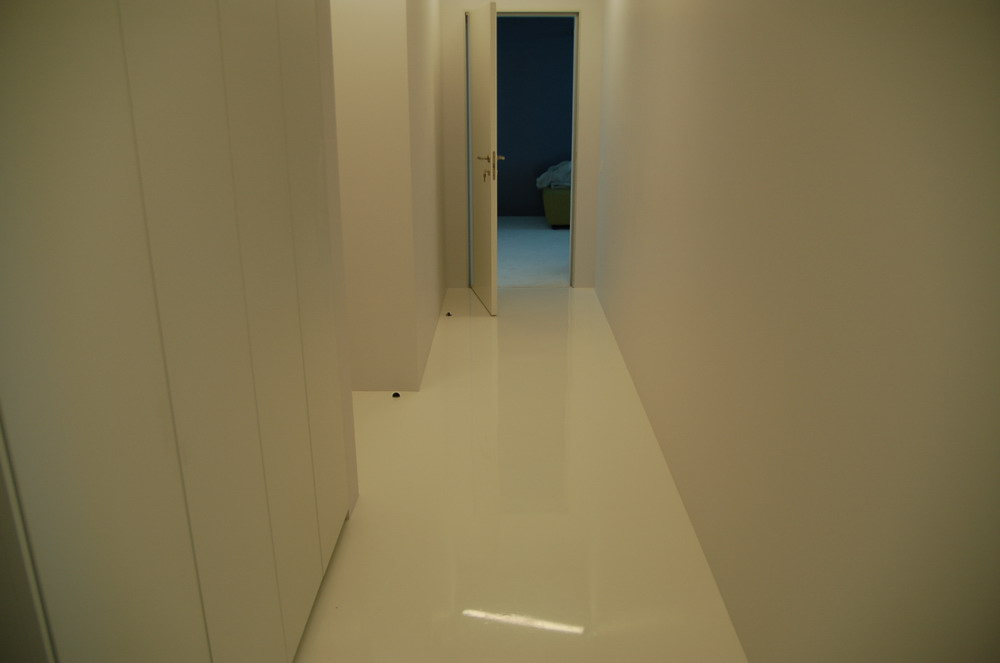 2006_white apartment_02.jpg